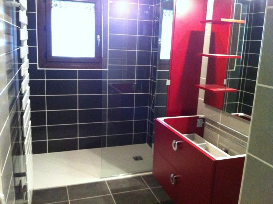 Rénovation du carrelage mural et sol et installation douche à l'italienne ainsi que meuble salle de bain